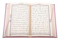 Orta Boy Kadife Kur'an-ı Kerim (Pudra Pembe, Nakışlı, Yaldızlı, Mühürlü) - Thumbnail